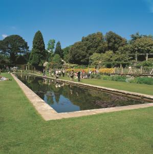 Bodnant Gardens .