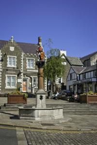 Lancaster Square & The Statue of Llewelyn image 1